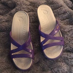 Crocs sandals 6 purple strappy comfy excellent
